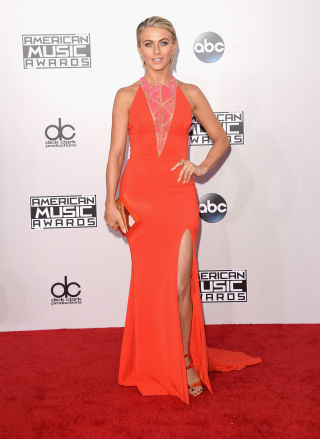 Julez rocked the red carpet in this neon number with geometric cut out detailing. LOVE LOVE LOVE.