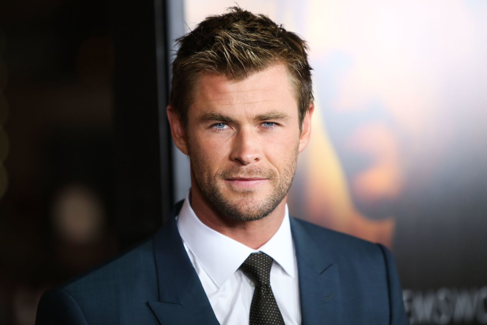 http://sugarscape.cdnds.net/15/02/1600x1066/nrm_1420812283-chris-hemsworth-fit-premiere5.jpg